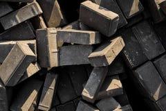 Chiuda su struttura dei mattoni grigi a caso sparsi della costruzione Fotografie Stock