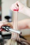Chiuda in su sul hairdo di cerimonia nuziale della sposa Fotografia Stock