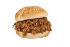 Chiuda su sul panino tirato della carne di maiale immagini stock libere da diritti