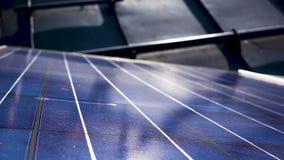 Chiuda su sul pannello solare archivi video