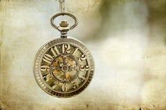 Chiuda su sull'orologio da tasca d'annata Fotografia Stock