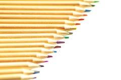 Chiuda su sulle matite di legno colorate immagini stock