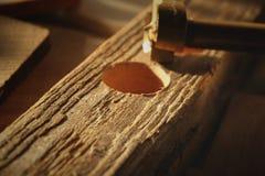 Chiuda su sullo strumento del metallo per perforare i pozzi circolari fotografie stock