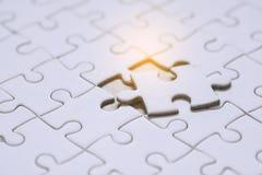 Chiuda su un pezzo finale di puzzle Fotografie Stock Libere da Diritti