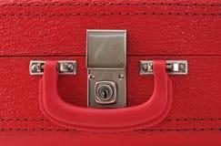 Chiuda su una valigia rossa Fotografie Stock