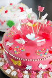 Chiuda sui dolci del marzapane per il compleanno Fotografie Stock Libere da Diritti