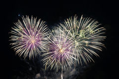 Chiuda sui fuochi d'artificio con la luna nei precedenti Immagini Stock Libere da Diritti