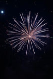 Chiuda sui fuochi d'artificio con la luna nei precedenti Fotografia Stock Libera da Diritti