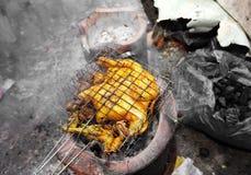 Chiuda sul barbecue tailandese del pollo fotografie stock