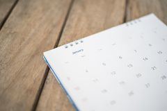 Chiuda sul calendario su struttura di legno Fotografia Stock Libera da Diritti