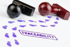 Chiuda sul colpo del bollo di tracciabilità con il percorso di orme Immagine Stock