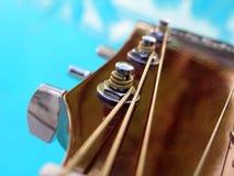 Chiuda sul colpo della stringa della chitarra Immagini Stock