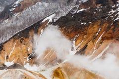 Chiuda sul dettaglio della valle dell'inferno di Noboribetsu Jigokudani: La valle del vulcano ha ottenuto il suo nome dall'odore  fotografie stock libere da diritti