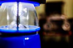 Chiuda sul dettaglio di una lampada portatile immagine stock