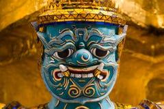Chiuda sul fronte della statua dei yak al keaw di phra Fotografie Stock