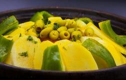 Chiuda sul fuoco selettivo di tajine marocchino dell'alimento immagini stock