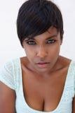 Chiuda sul modello di moda femminile nero attraente Fotografie Stock Libere da Diritti