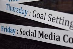 Chiuda sul rendere all'ordine del giorno il programma settimanale sull'organizzatore personale Affare e concetto dell'imprenditor fotografie stock