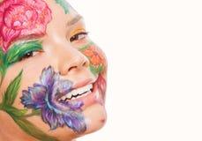Chiuda sul ritratto del modello della donna con il disegno della mano Fotografia Stock Libera da Diritti