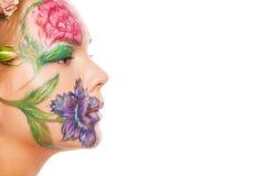 Chiuda sul ritratto del modello della donna con il disegno della mano Immagine Stock Libera da Diritti
