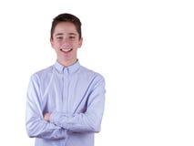 Chiuda sul ritratto dell'adolescente sveglio sorridente dei giovani in camicia blu, isolato su bianco Fotografia Stock Libera da Diritti