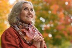 Chiuda sul ritratto di bella donna senior Fotografia Stock