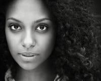 Chiuda sul ritratto di bella giovane donna Immagine Stock Libera da Diritti