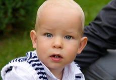 Chiuda sul ritratto di un bambino sveglio Immagini Stock