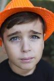 Chiuda sul ritratto di un ragazzo bello fotografie stock libere da diritti
