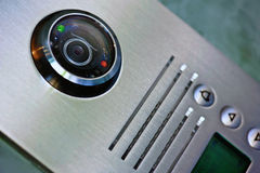 Chiuda sul video citofono nell'entrata di una casa Fotografia Stock