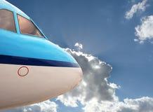 Chiuda sull'aereo blu Immagine Stock