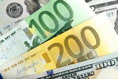 Chiuda sull'euro reale del dollaro delle note Dollaro ed euro note dollaro dell'euro di differenze di simbolo Fotografia Stock