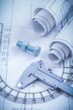 Chiuda sull'immagine del bullone di vite dei disegni di costruzione Fotografia Stock