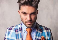 Chiuda sull'immagine di giovane uomo bello di affari Immagini Stock