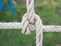 Chiuda sull'immagine di rete rampicante per i bambini al campo da giuoco I Fotografia Stock Libera da Diritti