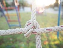 Chiuda sull'immagine di rete rampicante per i bambini al campo da giuoco I Immagini Stock Libere da Diritti