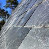 Chiuda sull'immagine di un tetto di ardesia ripido Fotografia Stock Libera da Diritti