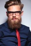 Chiuda sull'immagine di un uomo lungo di affari della barba fotografia stock libera da diritti