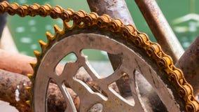 Chiuda sulla bicicletta e sulla catena arrugginita Fotografie Stock