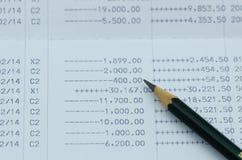 Chiuda sulla dichiarazione bancaria con la matita Immagine Stock Libera da Diritti