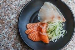 Chiuda sulla fetta di salmone fresco immagini stock libere da diritti