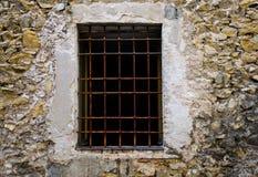 Chiuda sulla finestra con la griglia della sbarra di ferro Immagini Stock Libere da Diritti