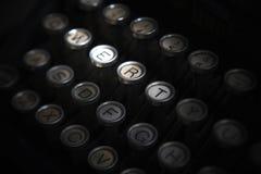 Chiuda sulla foto delle chiavi antiche della macchina da scrivere fotografia stock libera da diritti