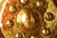 Chiuda sulla grande campana del cerchio in tempio di buddismo Fotografia Stock