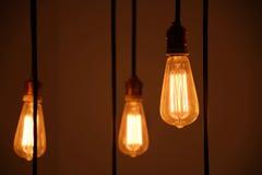 Chiuda sulla lampadina nel fondo della caffetteria Fotografia Stock Libera da Diritti