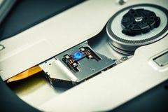 Chiuda - sulla lente della testa del laser dell'azionamento ottico del dvdrw del dvd del CD fotografie stock libere da diritti