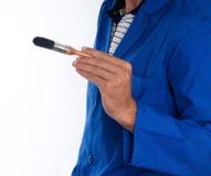 Chiuda sulla mano dei pittori con la spazzola - orizzontale Immagine Stock