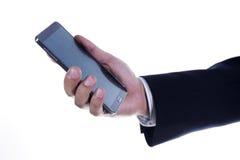 Chiuda sulla mano dell'uomo di affari che per mezzo dello Smart Phone mobile Immagini Stock Libere da Diritti