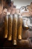 Chiuda sulla mano di Buddha in srichum del wat a Sukhothai Immagini Stock Libere da Diritti