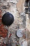 Chiuda sulla pentola cinese del metallo sulla parete Immagine Stock Libera da Diritti